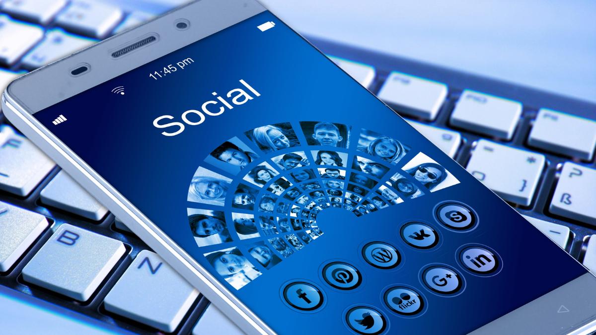 encontrar como encontrar trabajo en redes sociales